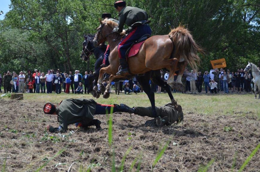 В Симферополе казаки на скаку сбивали саблей бутылки и перепрыгивали через людей (ФОТОРЕПОРТАЖ, ВИДЕО), фото-13