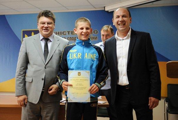 В Минестерстве молодежи и спорта наградили юнного чемпиона Европы по боксу из  Красноармейска (фото) - фото 1