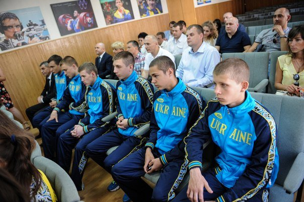 В Минестерстве молодежи и спорта наградили юнного чемпиона Европы по боксу из  Красноармейска (фото) - фото 3