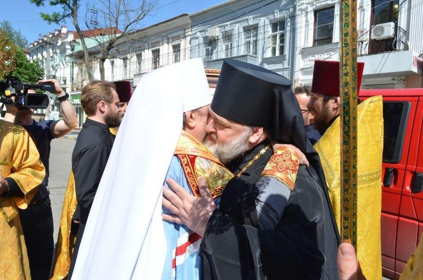 Аксенов приложился к святыне, прибывшей из  Санкт-Петербурга (ФОТО), фото-2