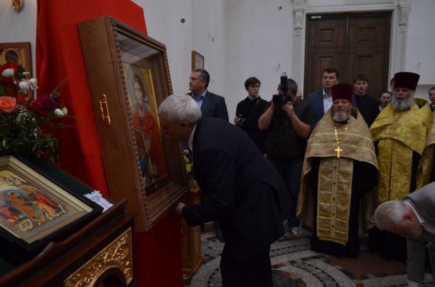 Аксенов приложился к святыне, прибывшей из  Санкт-Петербурга (ФОТО), фото-11