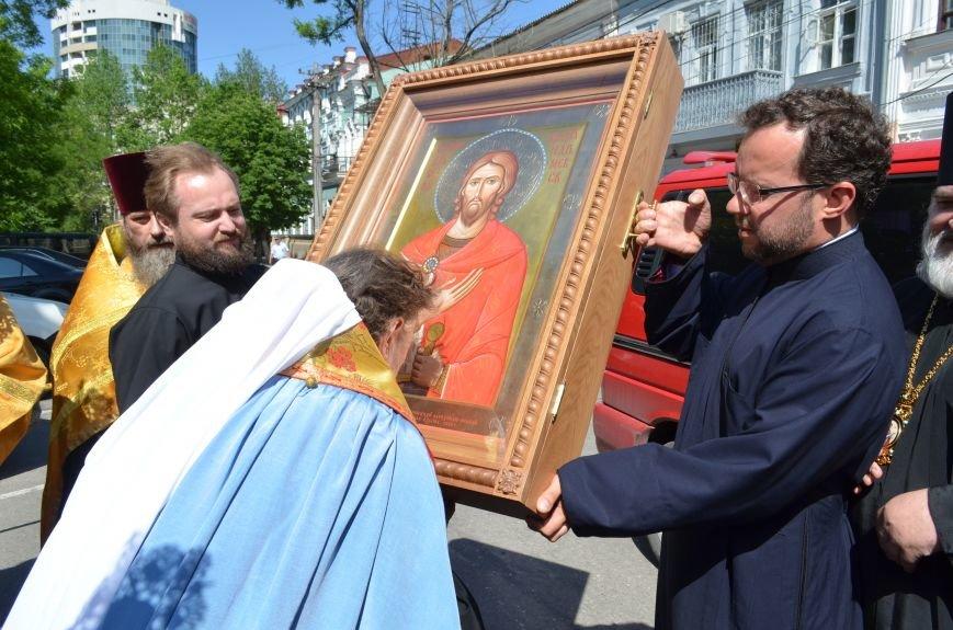Аксенов приложился к святыне, прибывшей из  Санкт-Петербурга (ФОТО), фото-3