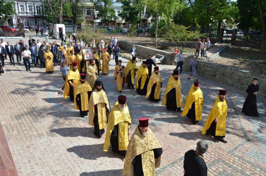 Аксенов приложился к святыне, прибывшей из  Санкт-Петербурга (ФОТО), фото-1