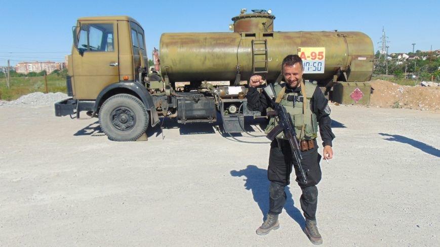 Батальон «Днепр -1» и «Мариупольская Дружина» опасно пересеклись на продаже бензина (ФОТОРЕПОРТАЖ) (фото) - фото 14