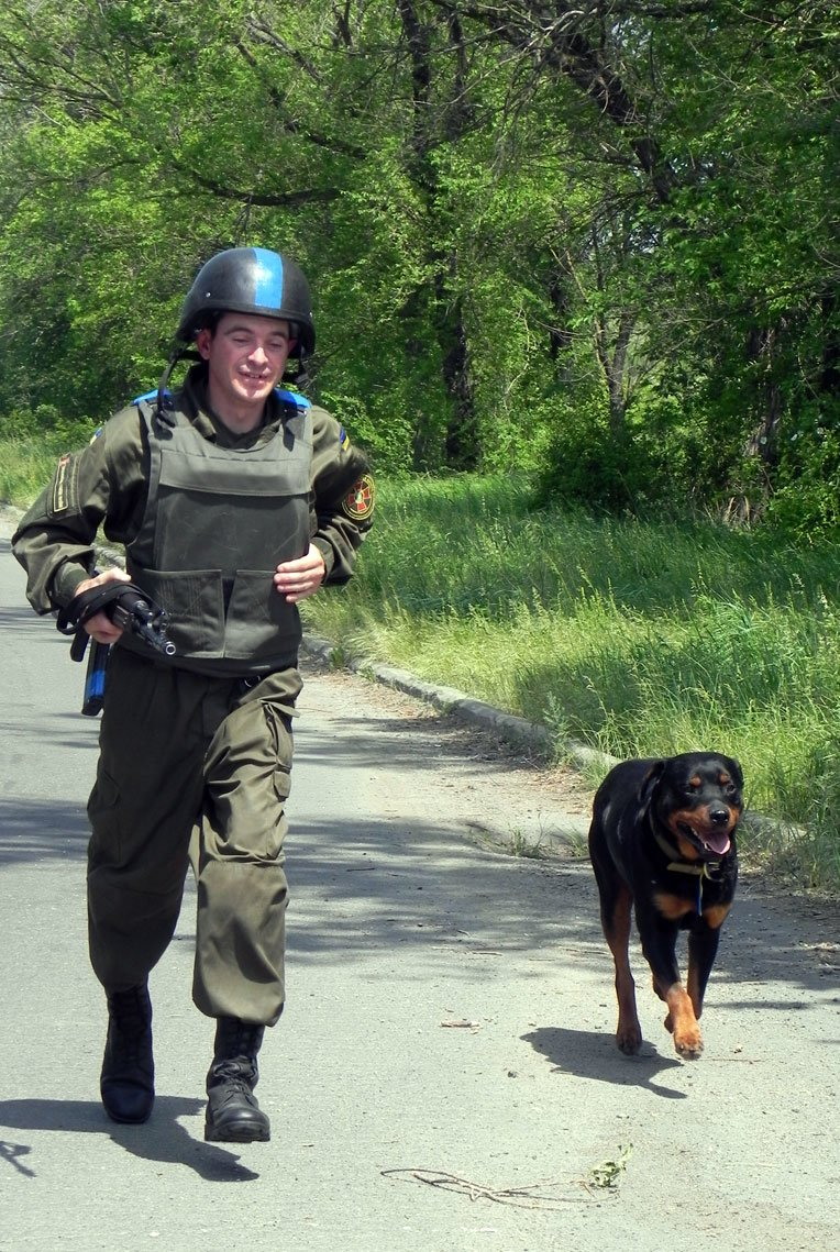 Обличчя Антитерористичної операції: Нацгвардієць та його вірний чотирилапий товариш (ФОТО), фото-1