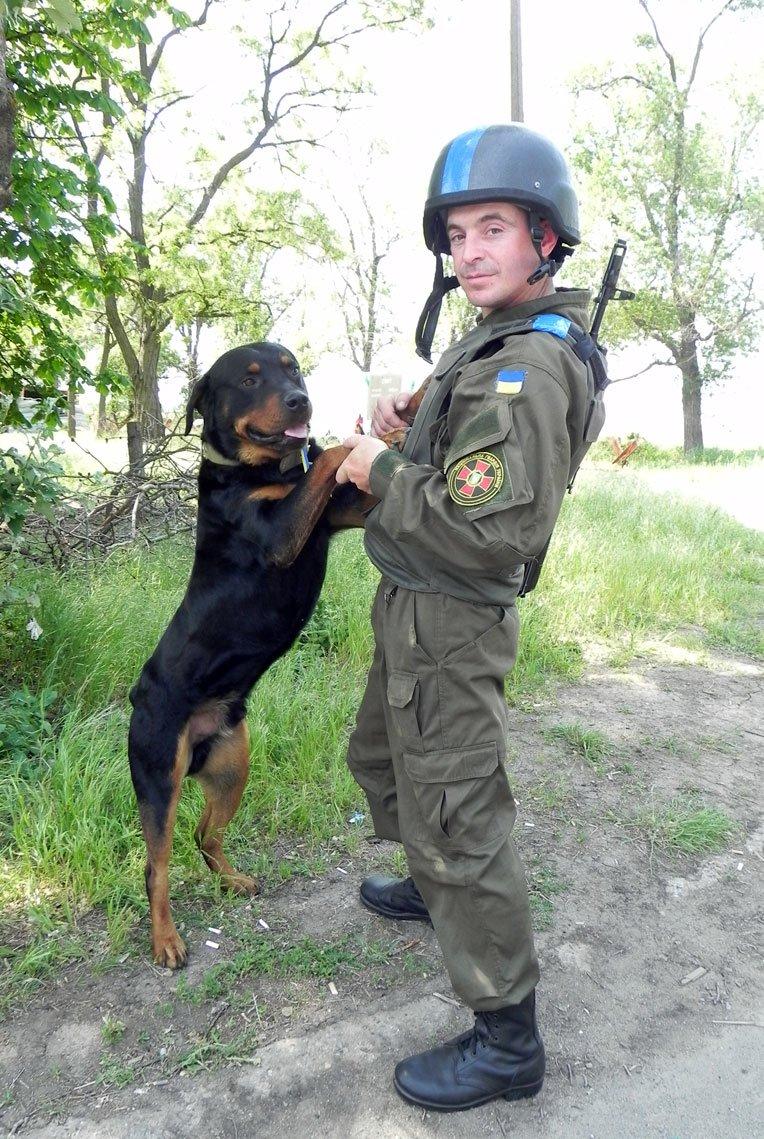 Обличчя Антитерористичної операції: Нацгвардієць та його вірний чотирилапий товариш (ФОТО), фото-3