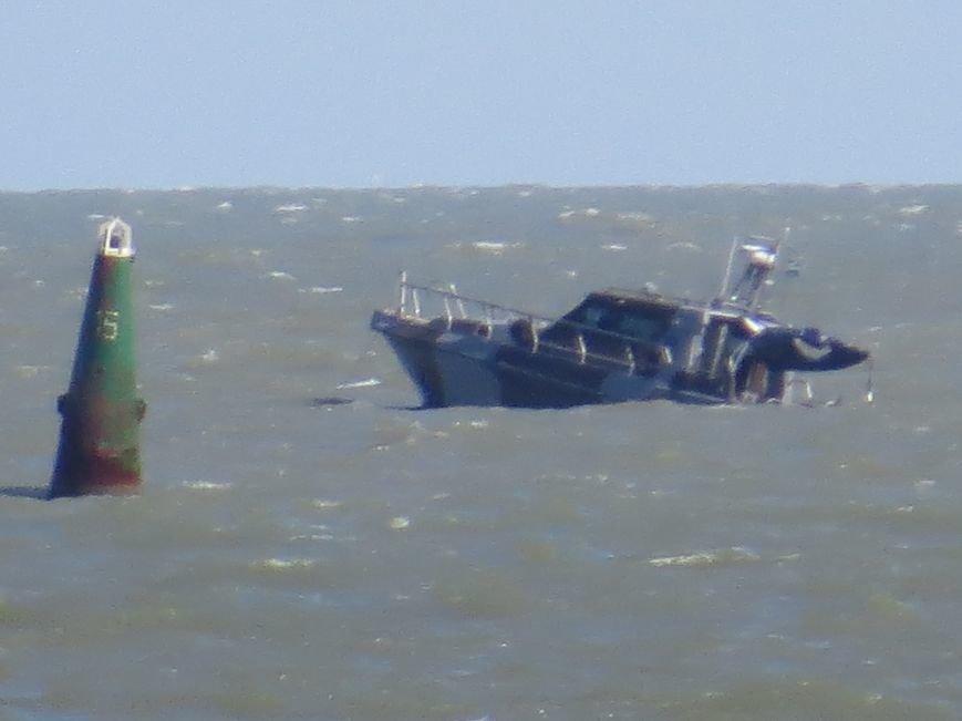 В Мариуполе на Песчаном пляже взорвался пограничный катер. 1 пограничник пропал без вести, 6 в больнице (ДОПОЛНЯЕТСЯ+ФОТО), фото-23