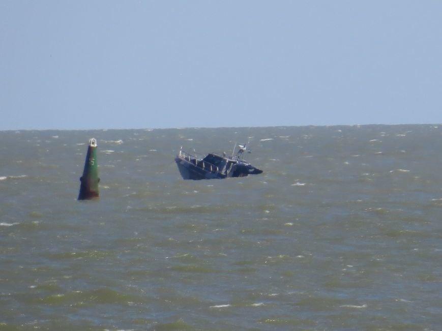 В Мариуполе на Песчаном пляже взорвался пограничный катер. 1 пограничник пропал без вести, 6 в больнице (ДОПОЛНЯЕТСЯ+ФОТО), фото-28