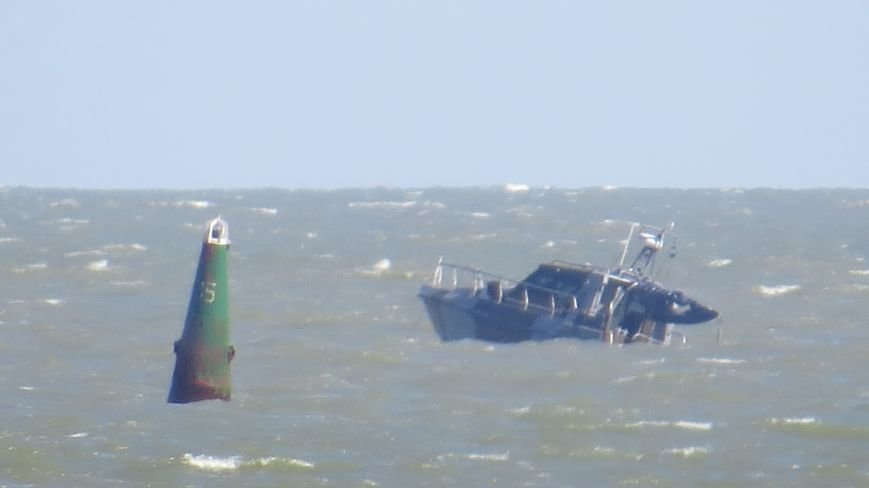 В Мариуполе на Песчаном пляже взорвался пограничный катер. 1 пограничник пропал без вести, 6 в больнице (ДОПОЛНЯЕТСЯ+ФОТО), фото-21