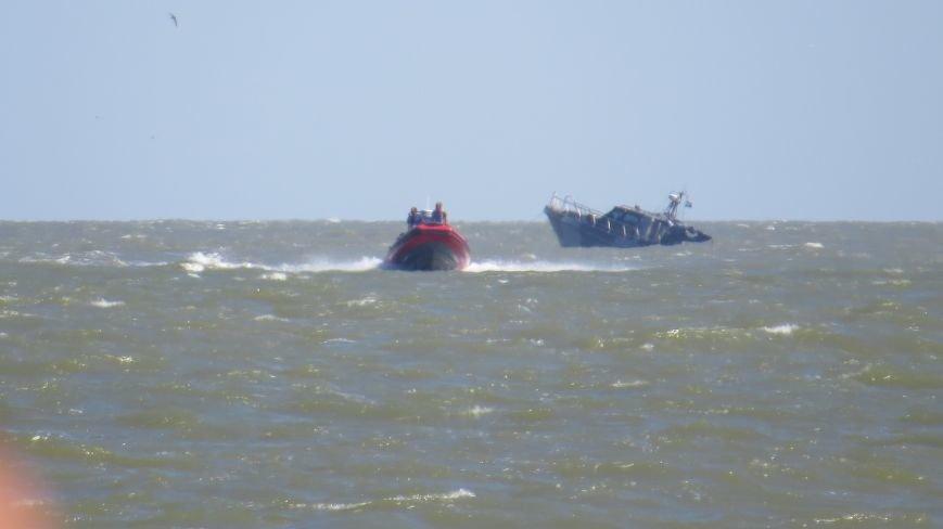 В Мариуполе на Песчаном пляже взорвался пограничный катер. 1 пограничник пропал без вести, 6 в больнице (ДОПОЛНЯЕТСЯ+ФОТО), фото-15