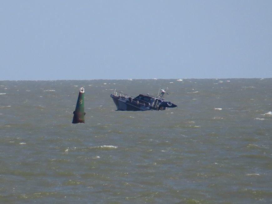 В Мариуполе на Песчаном пляже взорвался пограничный катер. 1 пограничник пропал без вести, 6 в больнице (ДОПОЛНЯЕТСЯ+ФОТО), фото-20