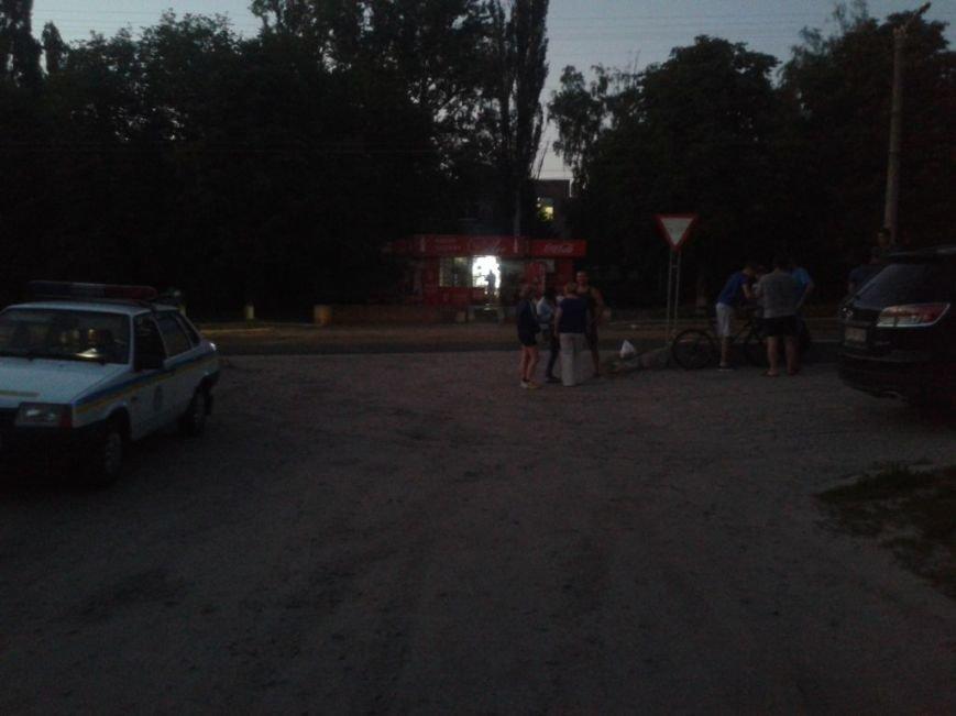 В Кировограде автомобиль сбил велосипедиста и скрылся с места происшествия. ФОТО (фото) - фото 1