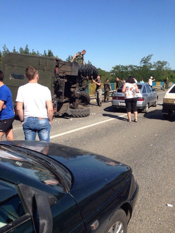 Под Харьковом перевернулся военный грузовик (ФОТО), фото-1
