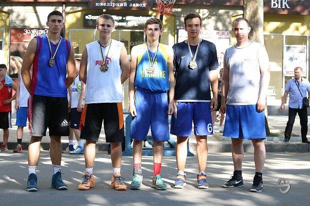 В турнире по уличному баскетболу лучшей молодёжной командой стала «Maman» из Кривого Рога, фото-2