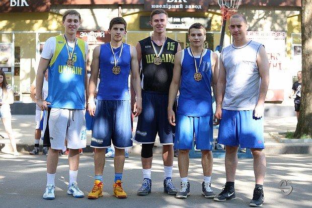 В турнире по уличному баскетболу лучшей молодёжной командой стала «Maman» из Кривого Рога, фото-3