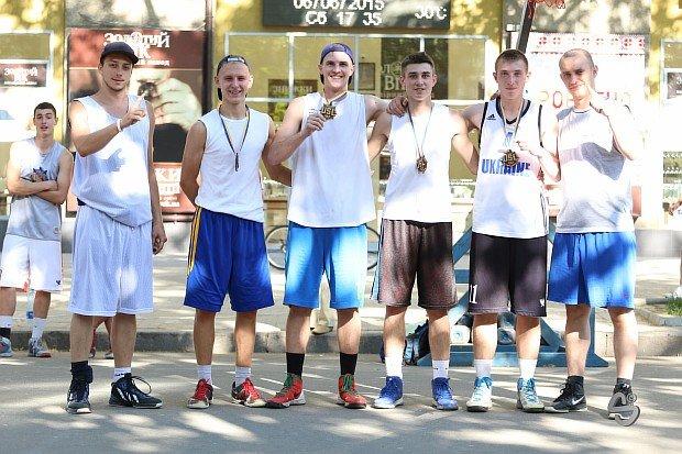 В турнире по уличному баскетболу лучшей молодёжной командой стала «Maman» из Кривого Рога, фото-4
