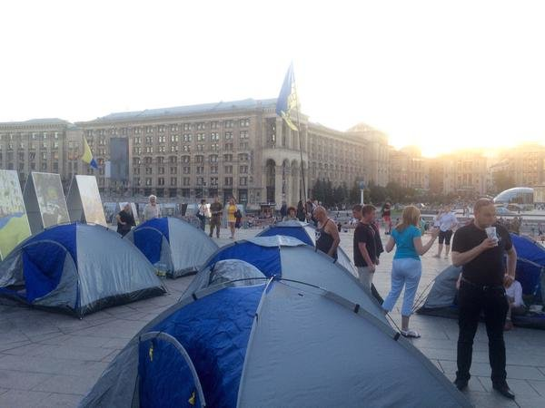 На Майдане появилось несколько палаток (ФОТОФАКТ) (фото) - фото 1