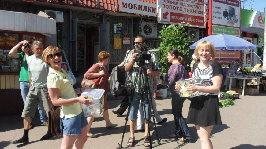 В Кривом Роге: журналисты стали волонтерами, пьяный пассажир избил водителя маршрутки, а для детей провели велогонку (фото) - фото 1