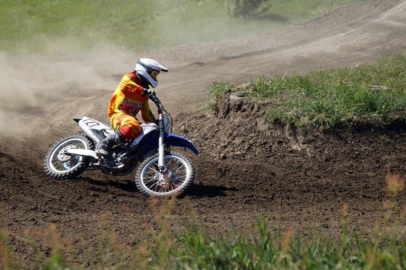 На мотоцикле, а не на кухне. Кто кого обгонял на чемпионате по мотокроссу под Белгородом (фото) - фото 3