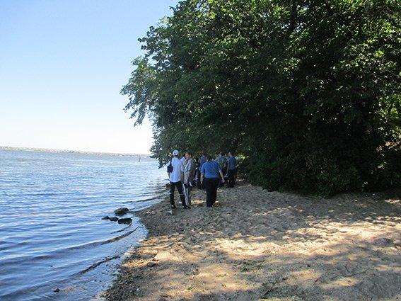 В Николаеве на берегу реки нашли труп мужчины (фото) - фото 1