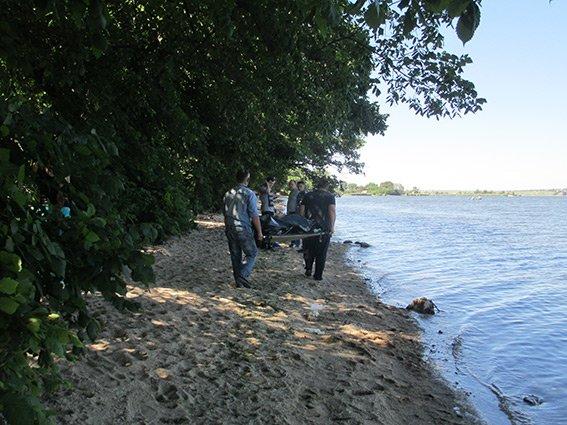 В Николаеве на берегу реки нашли труп мужчины (фото) - фото 2