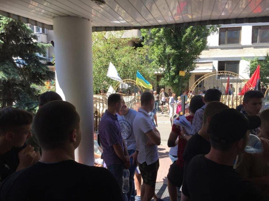 Судебный процесс над противниками ЛГБТ пикетируют 300 активистов (ФОТО) (фото) - фото 1