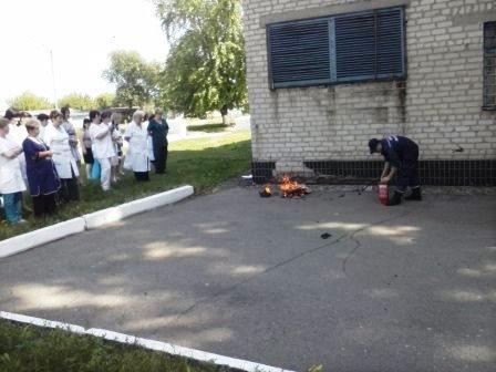 Медики гасили пожар в Терновской горбольнице (фото) - фото 1