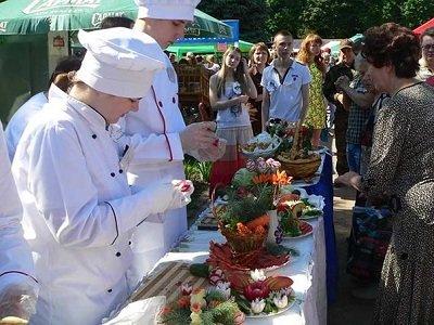 Макеевские производители представили свою продукцию на региональной выставке-ярмарке (фото) - фото 1
