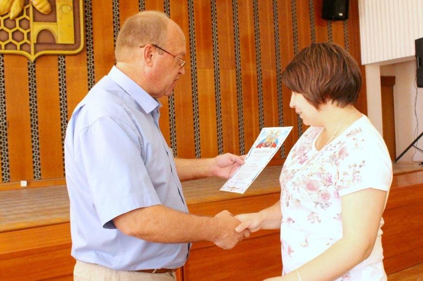 Более 100 тысяч симферопольцев нуждаются в помощи социальных служб, - Бахарев (фото) - фото 2