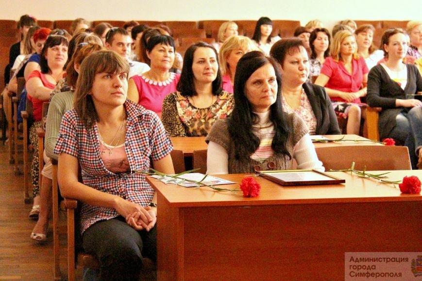 Более 100 тысяч симферопольцев нуждаются в помощи социальных служб, - Бахарев (фото) - фото 4