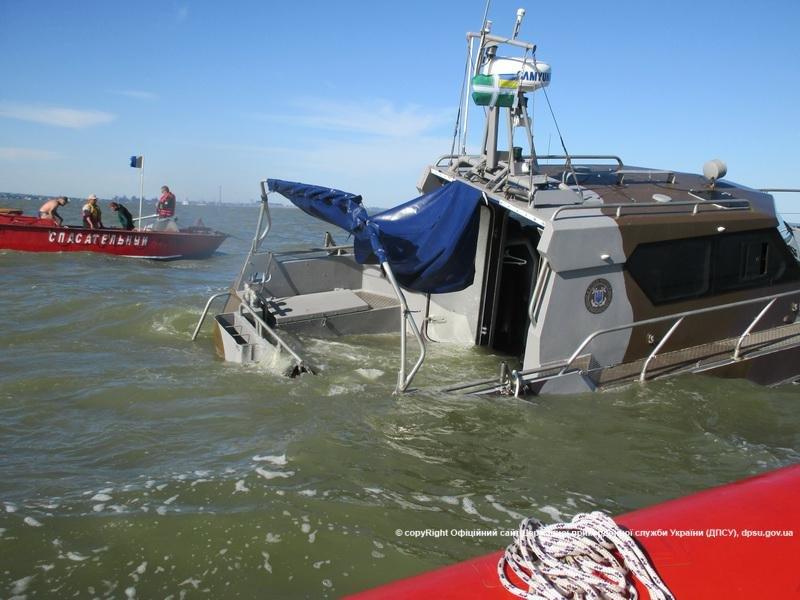 В Одессу доставили пострадавших при взрыве катера в Мариуполе военных (ФОТО) (фото) - фото 1