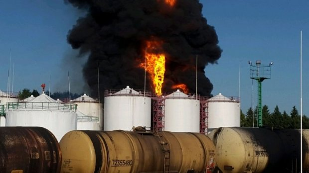 В Киевской области 90 спасателей ликвидируют крупный пожар на нефтебазе (ФОТО, ВИДЕО) (фото) - фото 1
