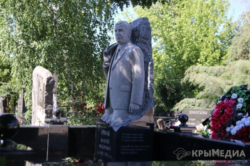 Бывшему мэру Симферополя поставили памятник (ФОТОФАКТ) (фото) - фото 1