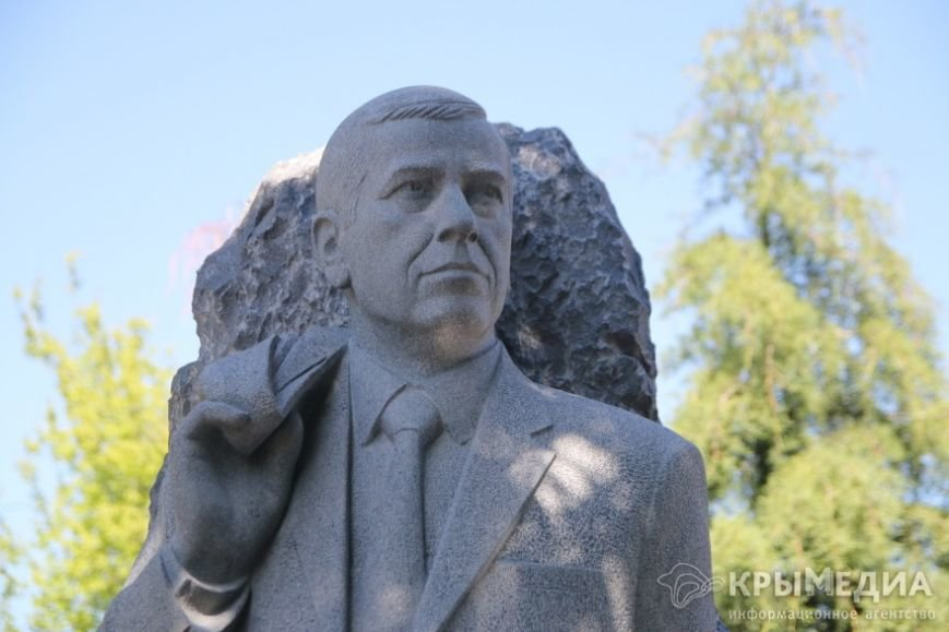 Бывшему мэру Симферополя поставили памятник (ФОТОФАКТ) (фото) - фото 3