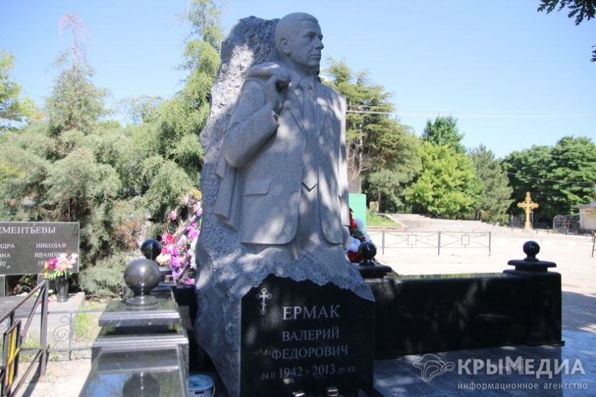 Бывшему мэру Симферополя поставили памятник (ФОТОФАКТ) (фото) - фото 2