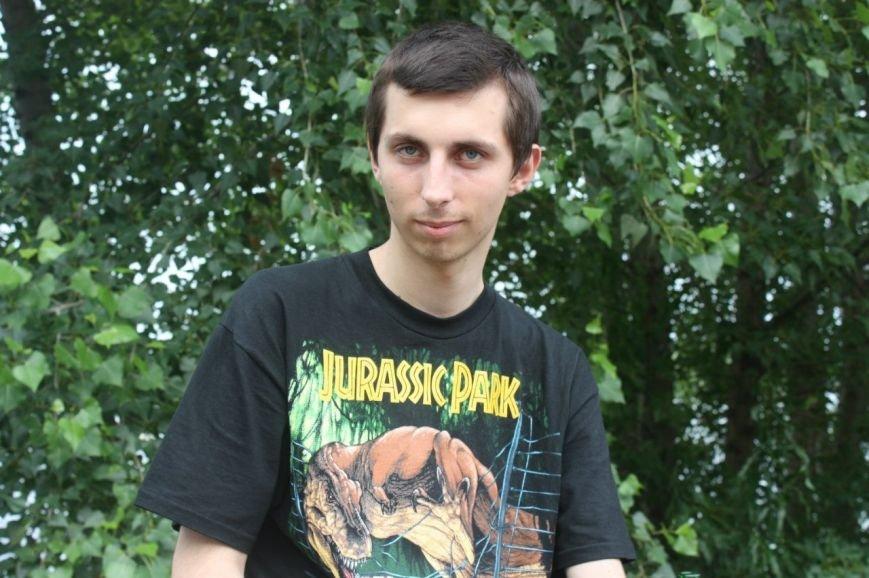 Днепродзержинцев просят помочь в поисках пропавшего парня (фото) - фото 1