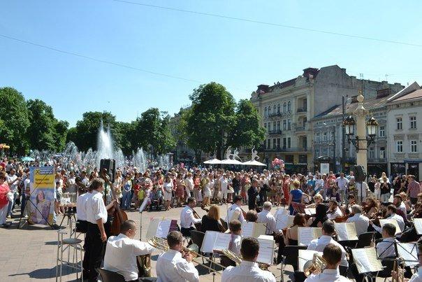 У Львові збирають гроші для бійця, який підірвався на фугасі у Луганській області (ФОТО), фото-6
