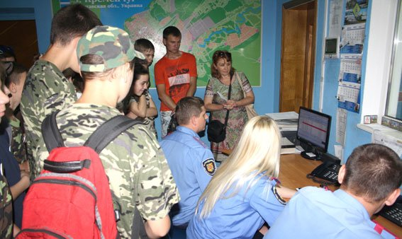 Воспитанники «Малой милицейской академии» посетили кременчугских правоохранителей (ФОТО) (фото) - фото 1