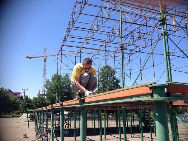 """В рамках проекту """"АртЕфект"""", на міському озері розпочалась реконструкція сцени (ФОТО) (фото) - фото 1"""