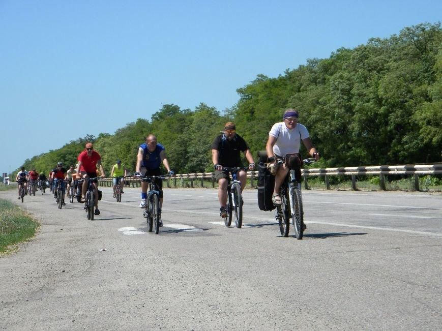 Запорожцы проехали десятки километров в рамках церковного велопробега (ФОТОРЕПОРТАЖ) (фото) - фото 2