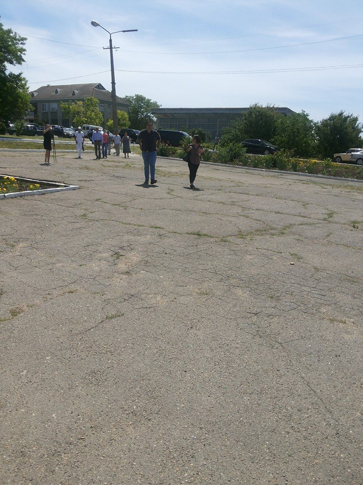 Ксения Собчак сопровождает Саакашвили в селе под Одессой (ФОТОФАКТ) (фото) - фото 1
