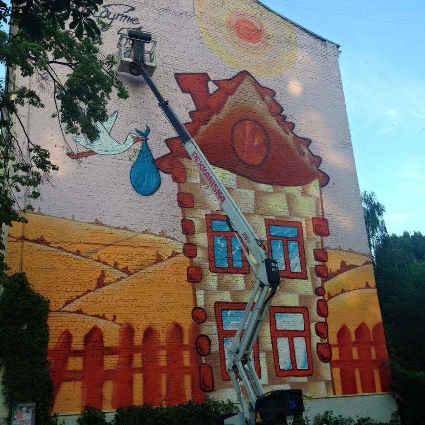 Столичные художники украсили высотку интригующей фреской (ФОТО) (фото) - фото 1