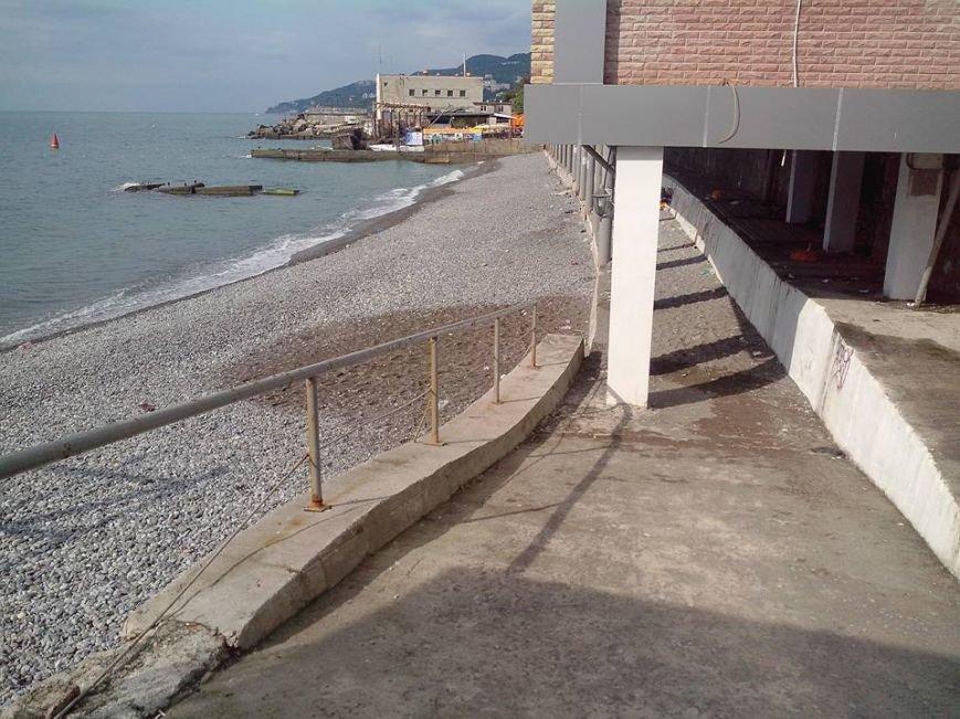 Крымские пляжи утопают в мусоре. Власти республики получают массу жалоб от жителей и гостей полуострова (ФОТО), фото-1