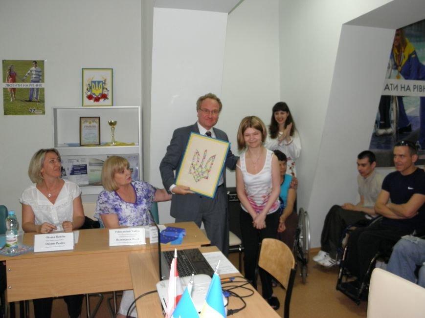 Донбасский МЦПРИ посетили гости из Швейцарии (фото) - фото 7
