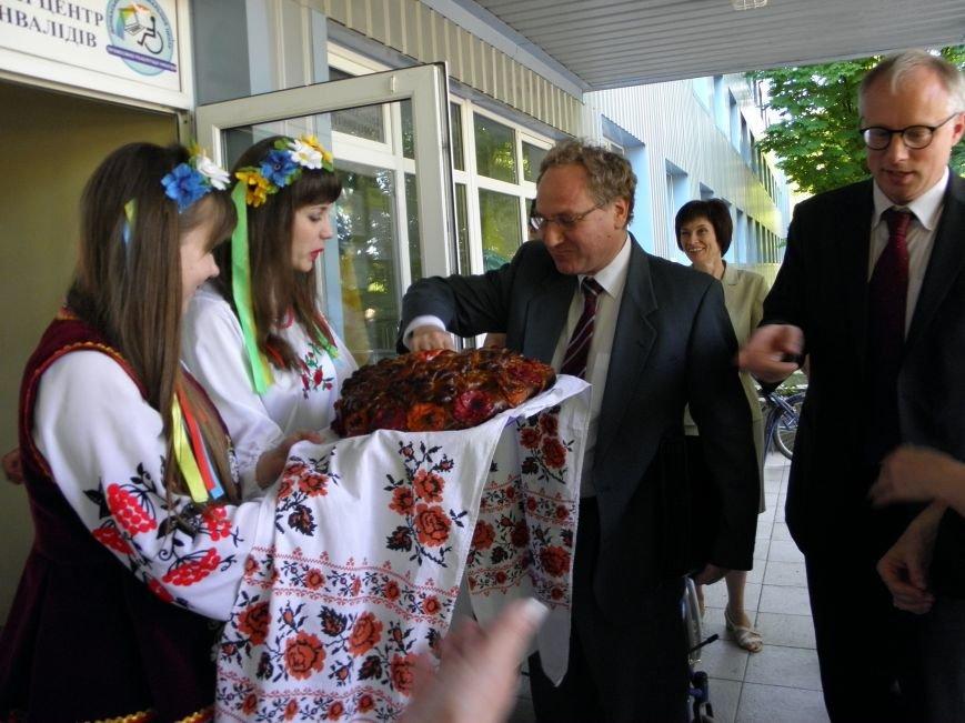 Донбасский МЦПРИ посетили гости из Швейцарии (фото) - фото 3