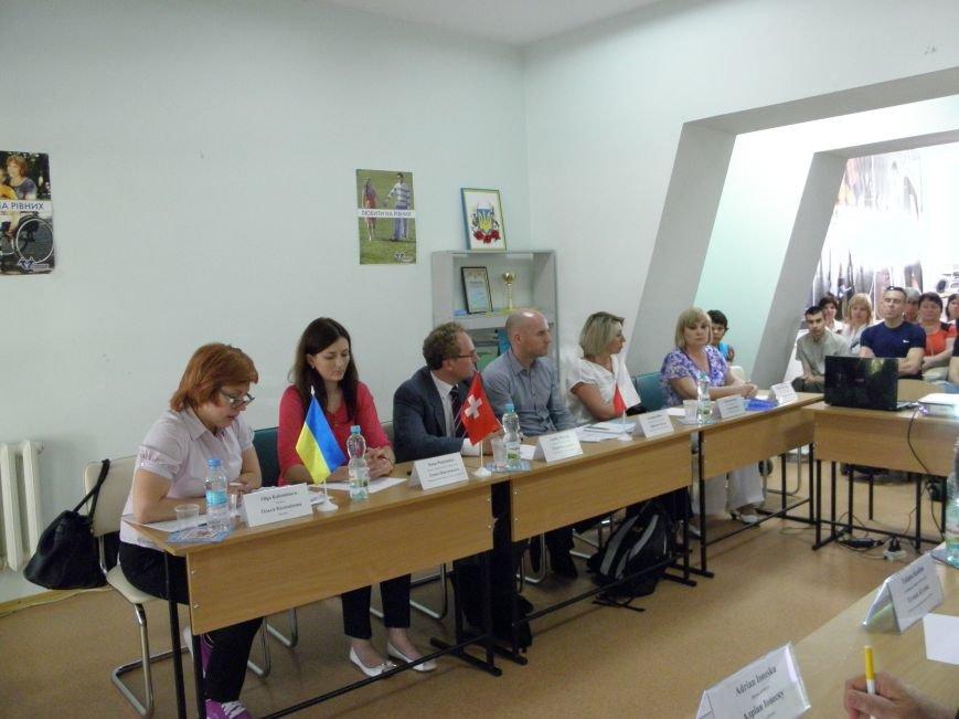 Донбасский МЦПРИ посетили гости из Швейцарии (фото) - фото 5