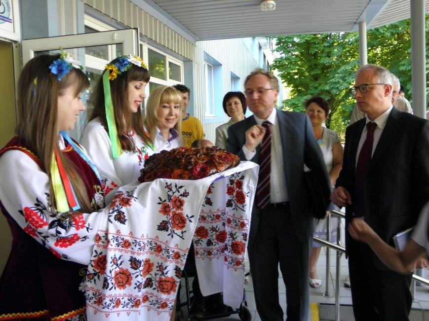 Донбасский МЦПРИ посетили гости из Швейцарии (фото) - фото 2