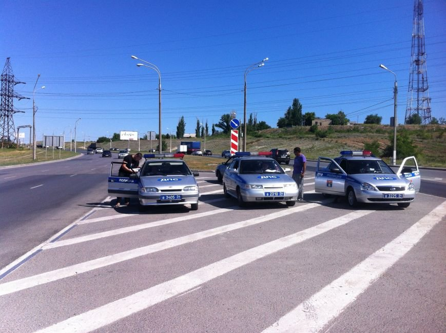 В Волгограде маршрутчик оказал сопротивление сотрудникам ДПС (фото) - фото 6