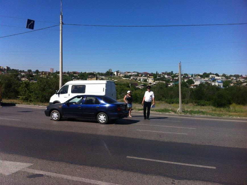 В Волгограде маршрутчик оказал сопротивление сотрудникам ДПС (фото) - фото 1