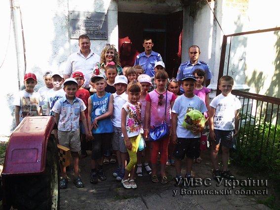 НА ПРИЙОМІ ГРОМАДЯН У РАЙВІДДІЛІ МІЛІЦІЇ НА ВОЛИНІ - ЛИШЕ ДІТИ! (+ФОТО) (фото) - фото 2